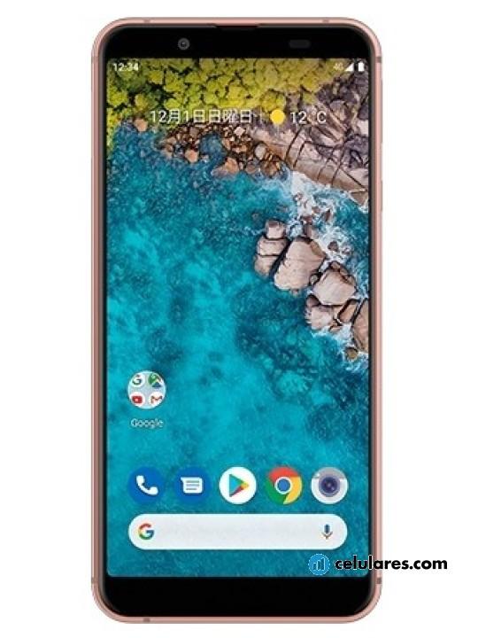Fotografía grande Varias vistas del Sharp Android One S7 Gris y Dorado y Negro. En la pantalla se muestra Varias vistas